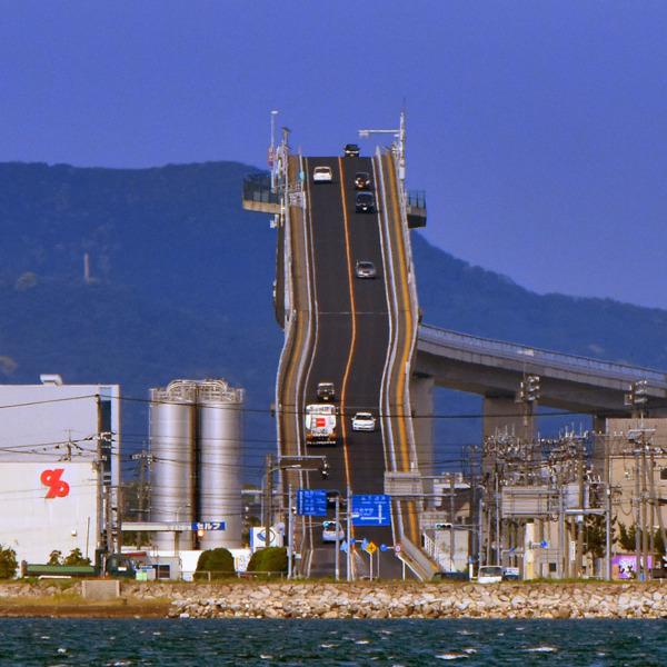 ベタ踏み坂で有名な江島大橋