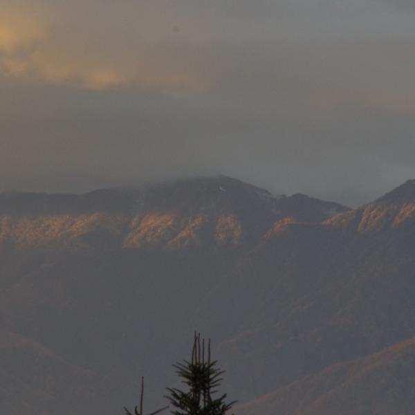 「朝陽を浴びる鳳凰三山」
