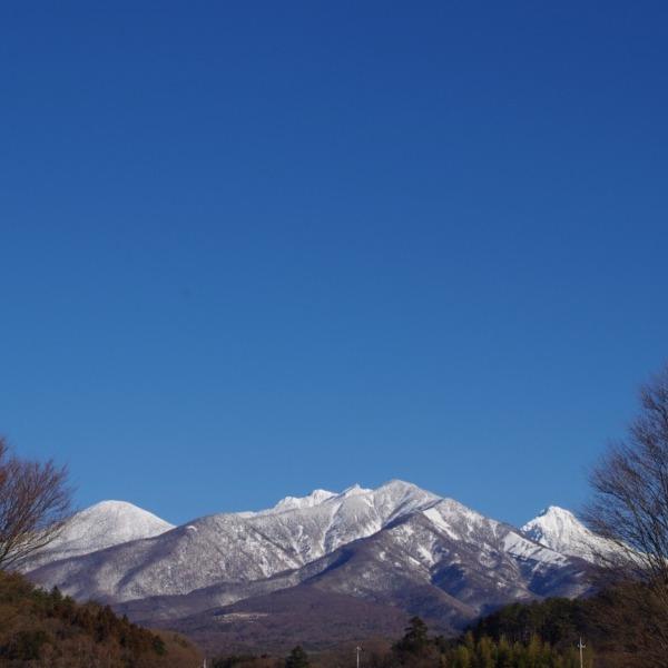 「八ヶ岳ブルーの青空と富士山」