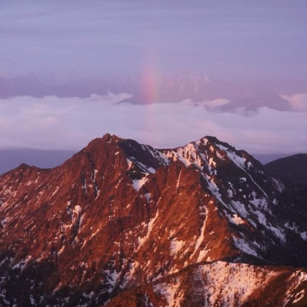 赤岳御来光が生んだ虹