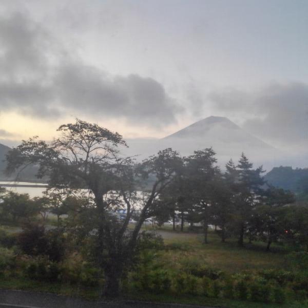 夜明けの精進湖