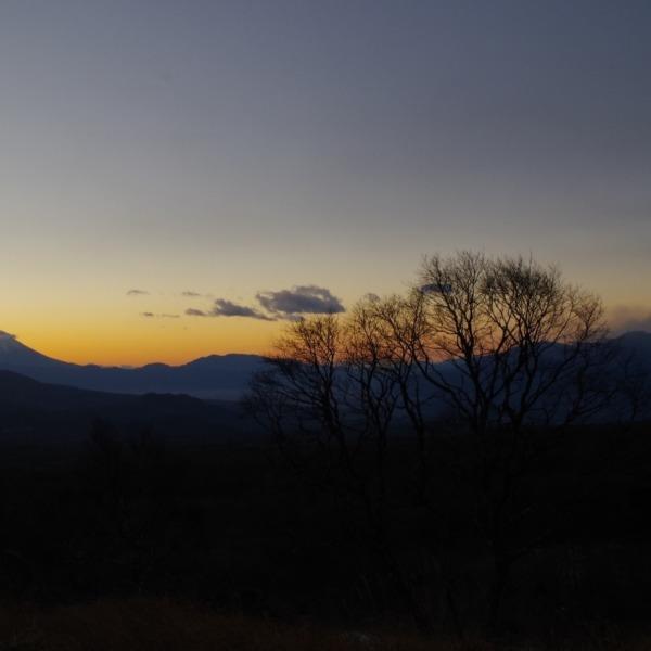 「夜明けの富士」