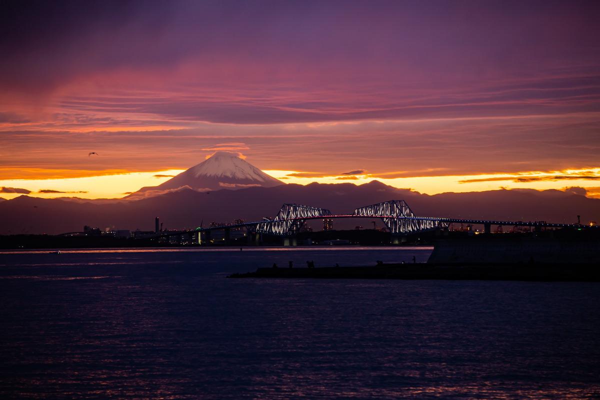 夕刻の富士と東京ゲートブリッジ