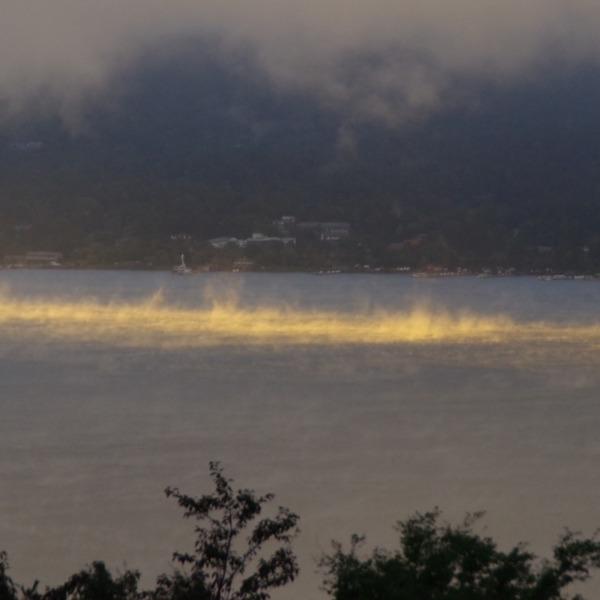 「山中湖の蒸気霧」