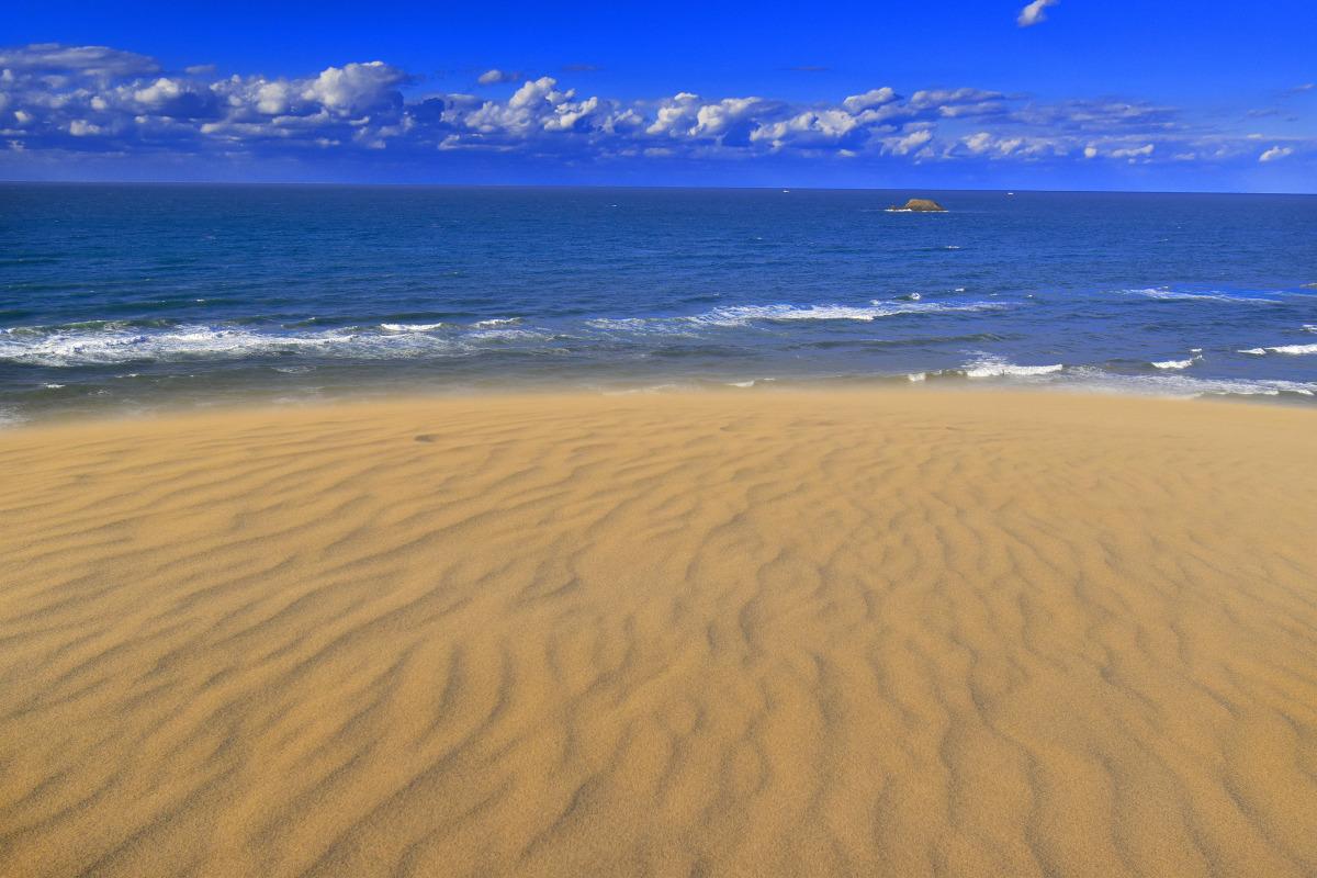 鳥取砂丘の砂塵と風紋