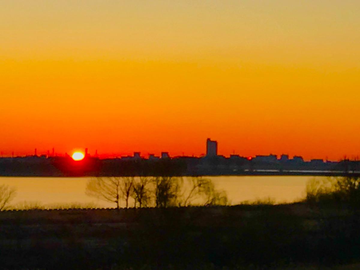 湖畔の日の出
