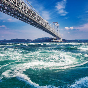 鳴門大橋と渦潮