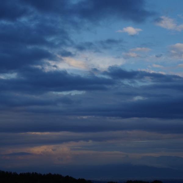 「夕暮れ時の空」
