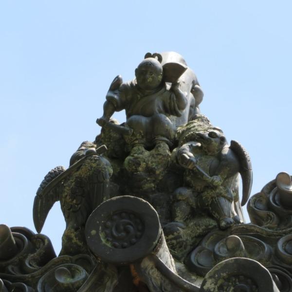 杉谷の里山・軍神社の牛若丸と烏天狗