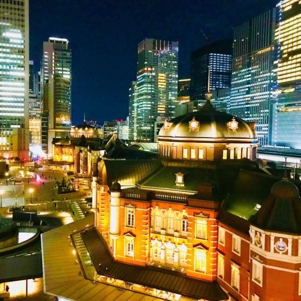 東京駅丸の内口の彩り