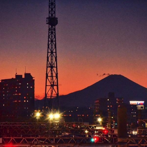 藤沢駅からの夕暮れの富士山
