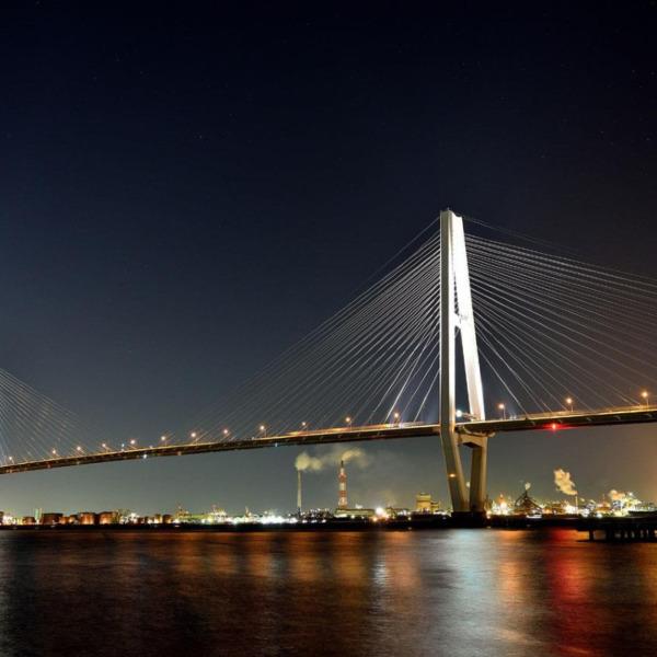 名港中央大橋のライトアップ