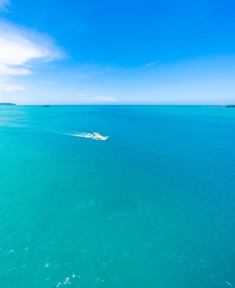 浜比嘉大橋から見た海と空 2