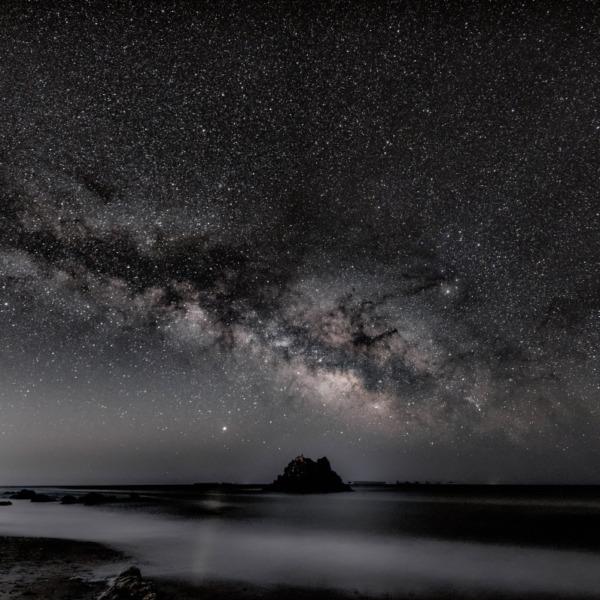 太平洋を見守る弁天岩