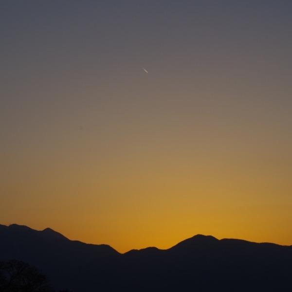 「夕暮れ時の南アルプスの山並み」