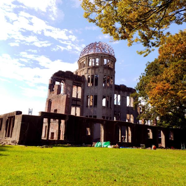 青空と原爆ドーム