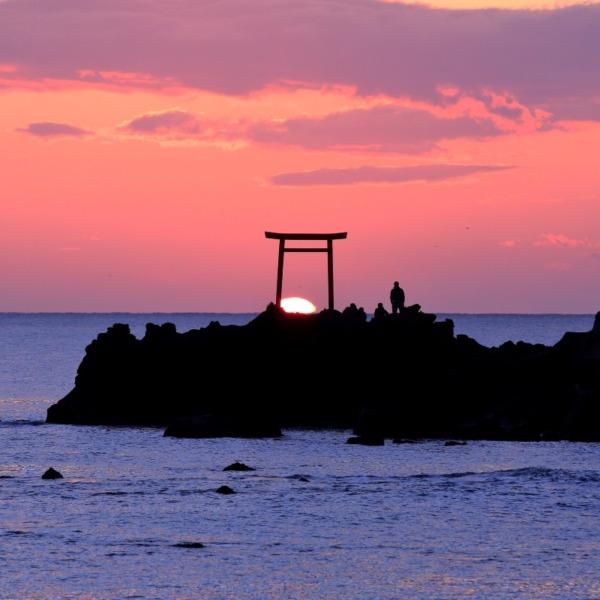 日の出(福島県いわき市波立海岸弁天島にて)