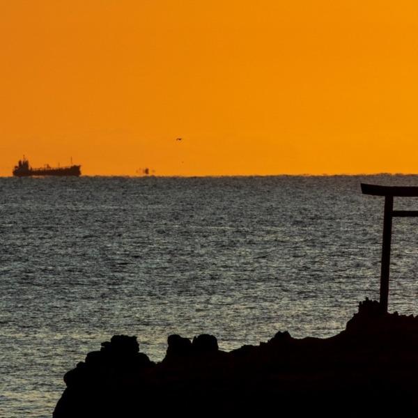 日の出前の水平線