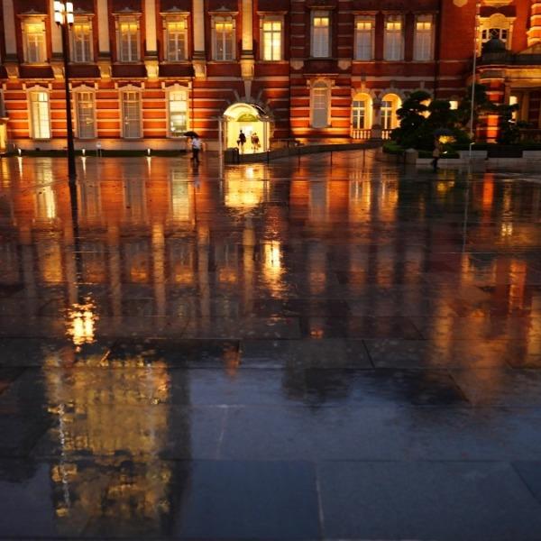 東京駅前の水面反射✨:黄金の輝き2020