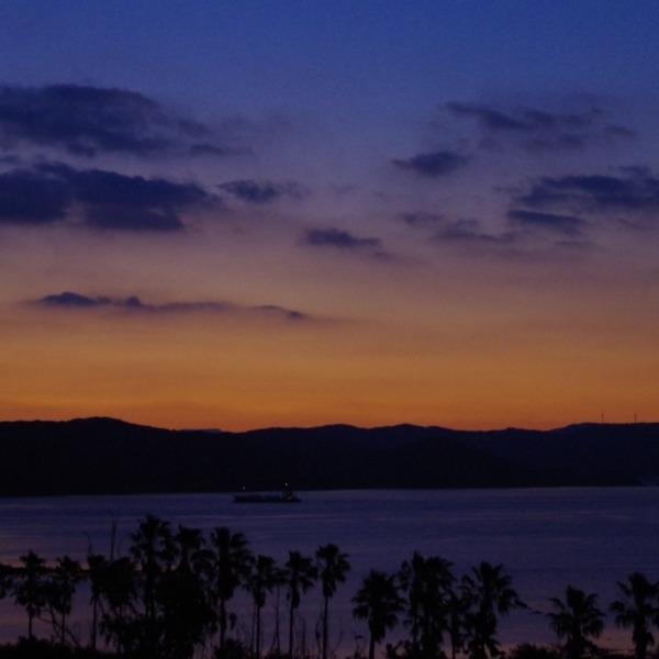 「平戸島の夜明け」