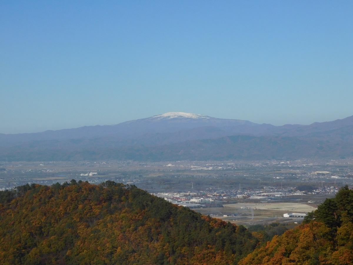 冠雪した月山