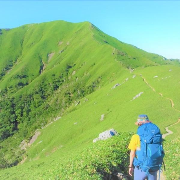 【剣山】次郎笈の美しい稜線を歩く。