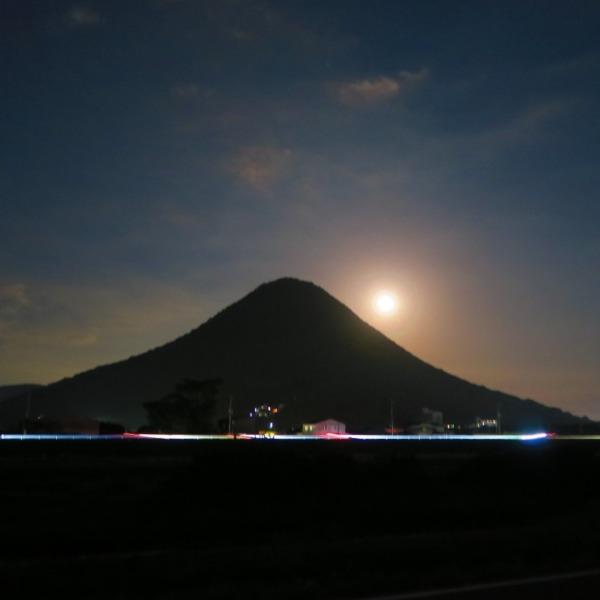 讃岐富士と満月