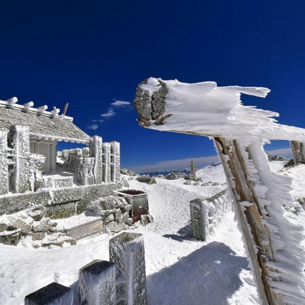 厳冬期の木曽駒ヶ岳山頂