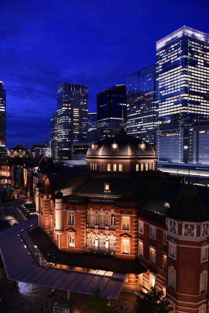 夕闇の東京駅赤レンガ駅舎