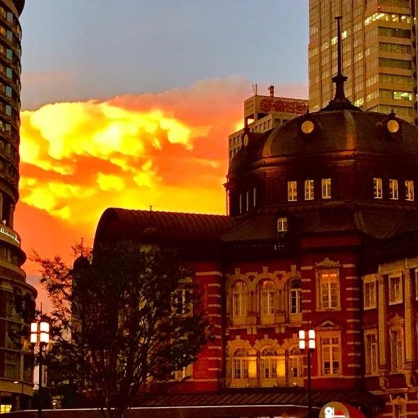 積乱雲と東京駅