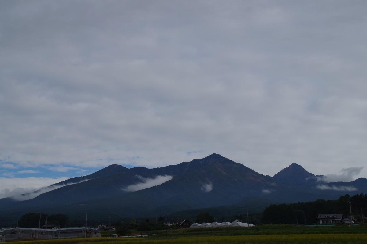 「八ヶ岳の谷筋に湧き立つ雲」
