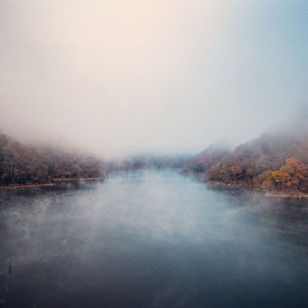 霧の徳山湖