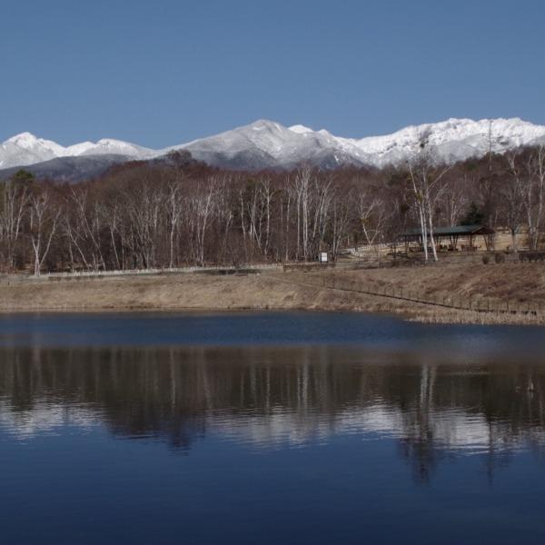 「まるやち湖から望む八ヶ岳連峰」