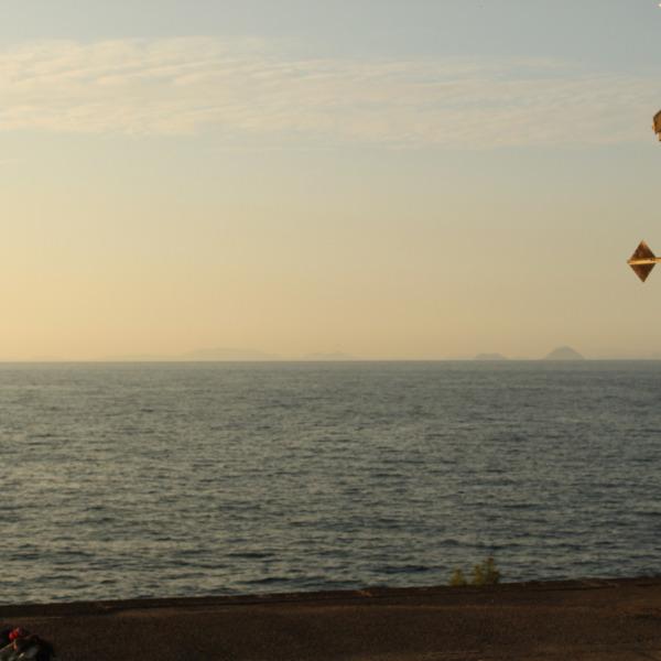 島を望む駅