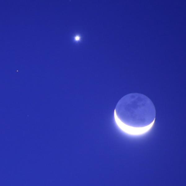 地球照の月と金星🌘⭐