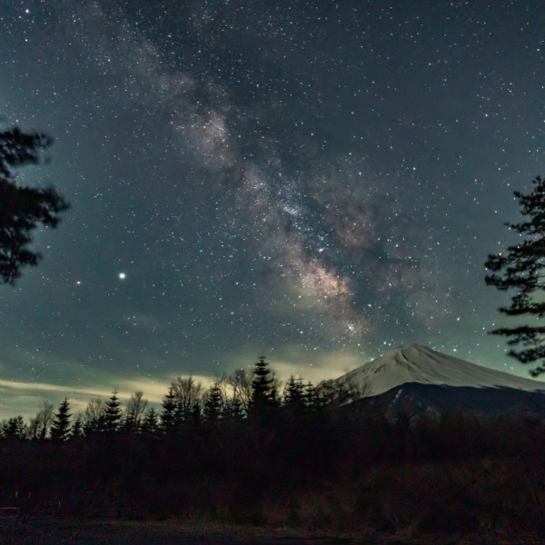 Milky Way descending to Mt. Fuji