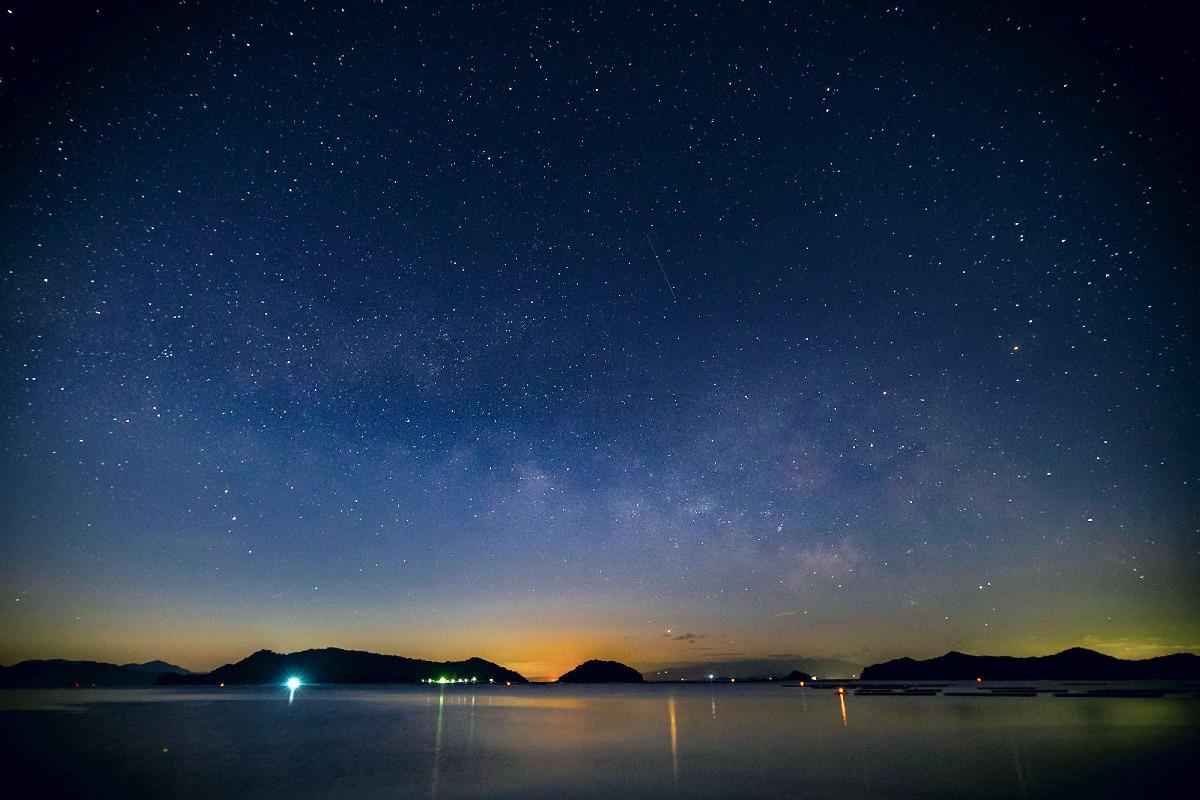 瀬戸内海に昇る天の川