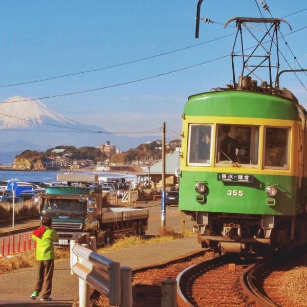 江ノ電300形と富士山