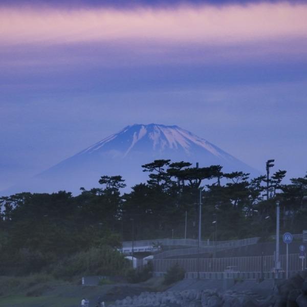 霞背負った赤富士 / Mt. Fuji in Red