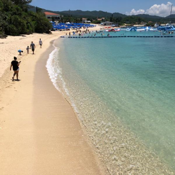 沖縄県恩納村瀬良垣(オンナソン・セラガキ)の万座ビーチ