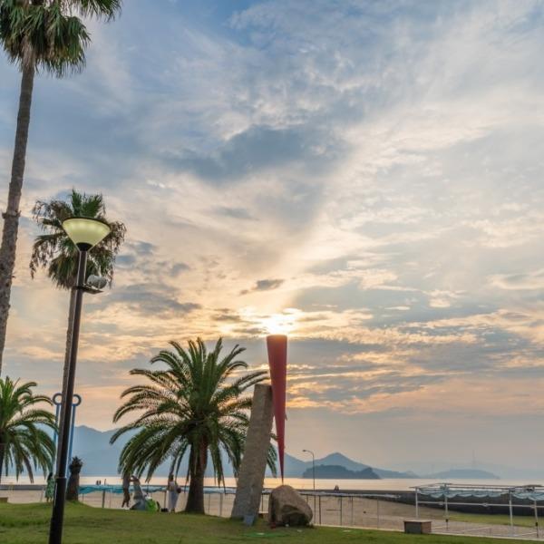 島ごと美術館「凪のとき 赤いかたち 傾」 in 瀬戸田サンセットビーチ