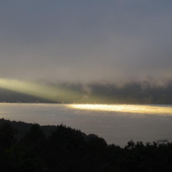 「山中湖で出逢った朝の風景」