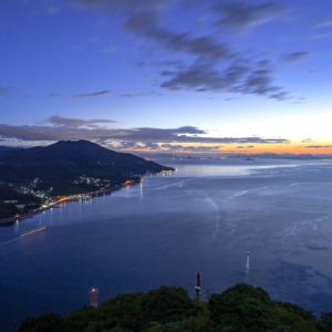 瀬戸内海の夜明け