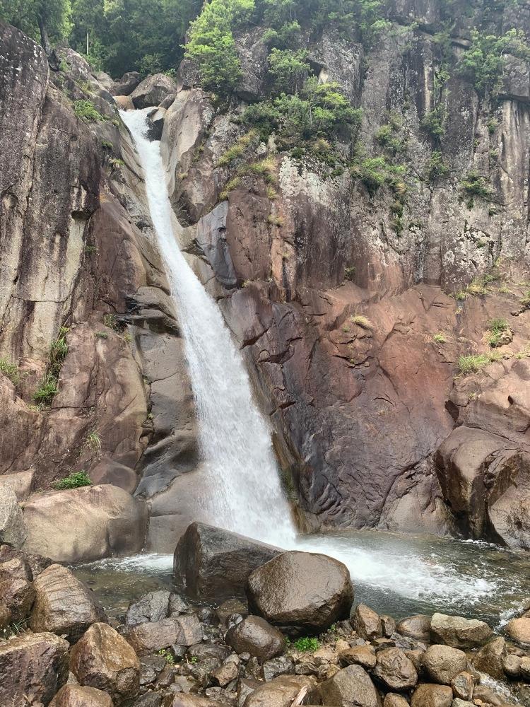 熊野本宮への道付近の滝