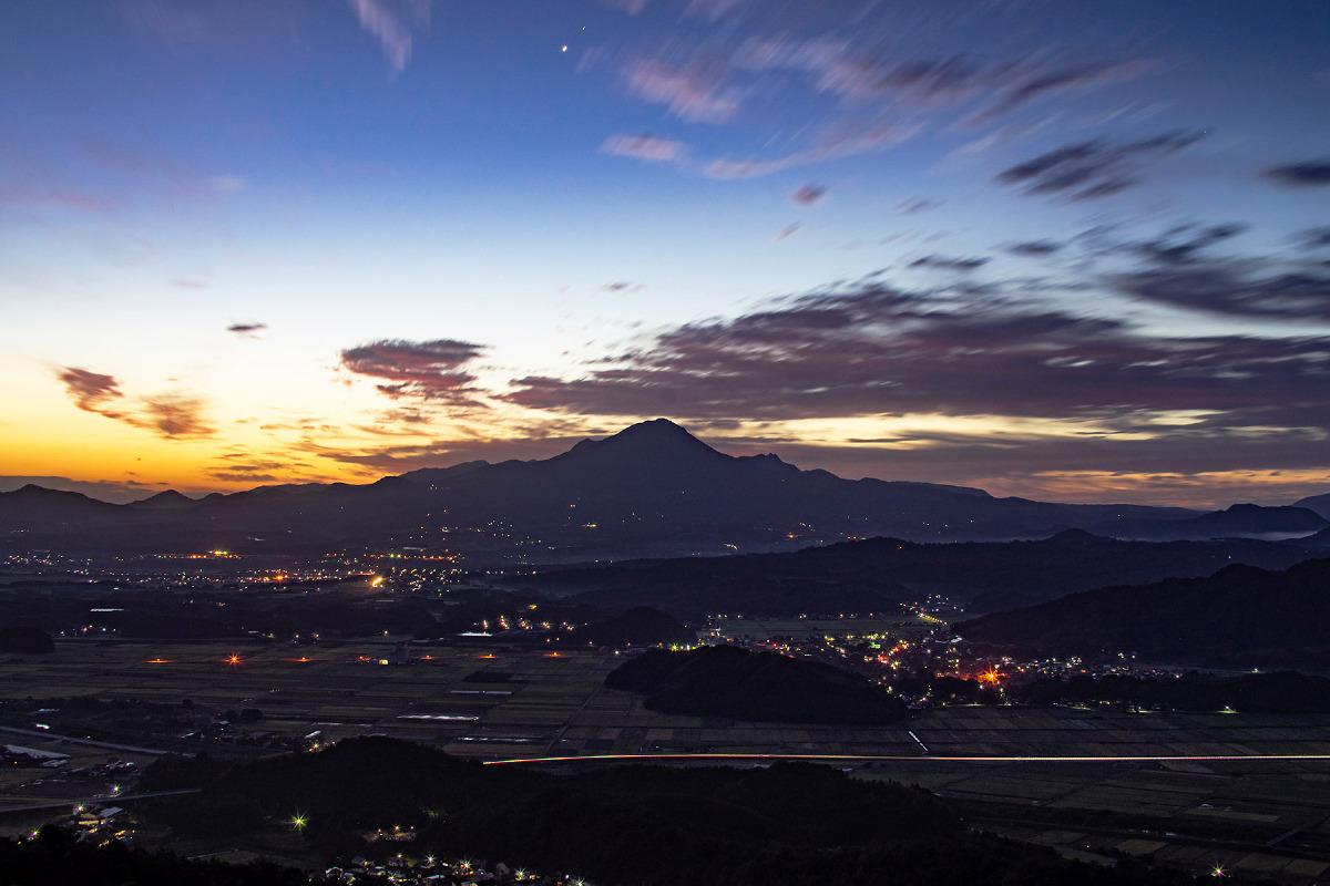 夜明けの大山(だいせん)