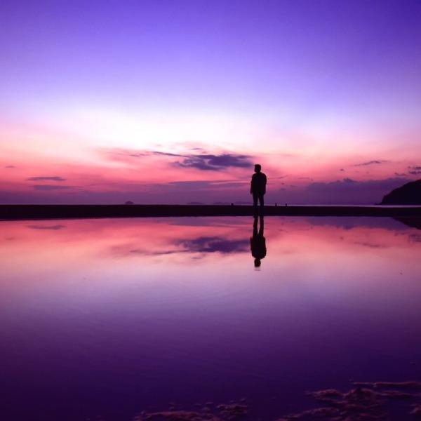 夕闇の瀬戸内に現る天空の鏡