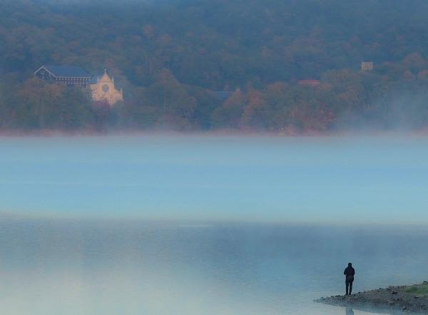 犬山入鹿池の湖霧