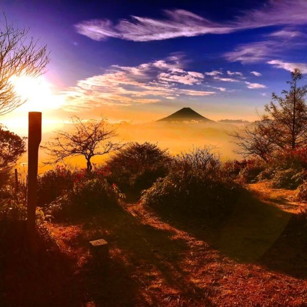 甘利山で迎える朝陽と富士山