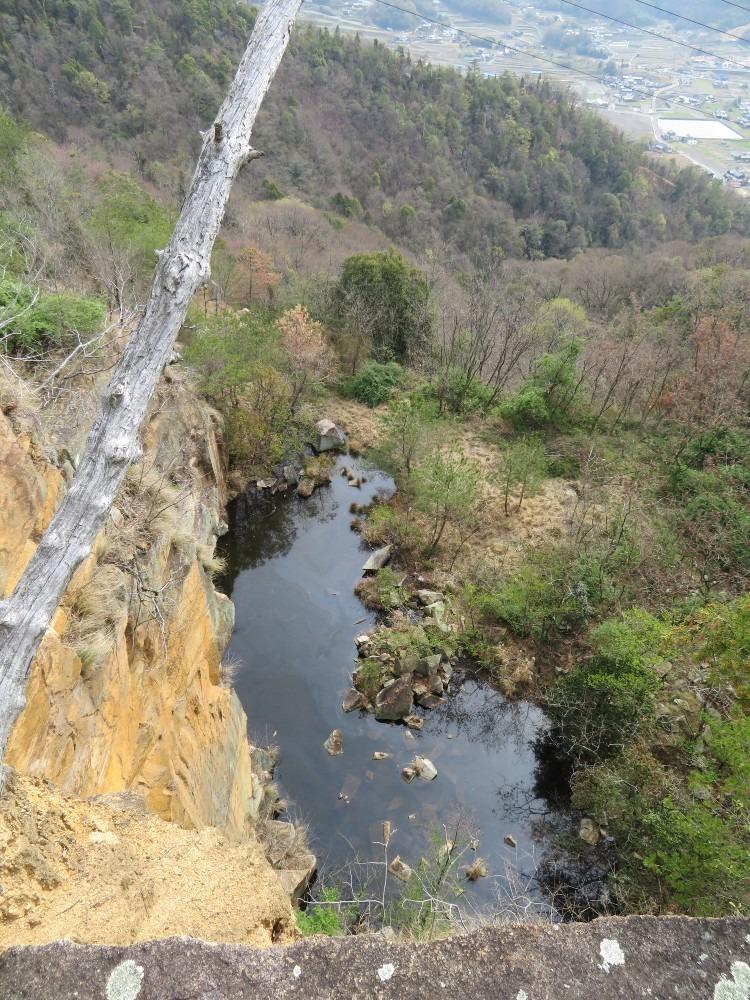 杉谷の里山・高丸の丁場跡、丁場湖と遠景眺望