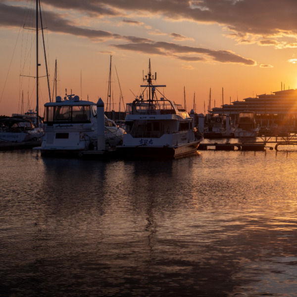 西宮ヨットハーバーの夕陽